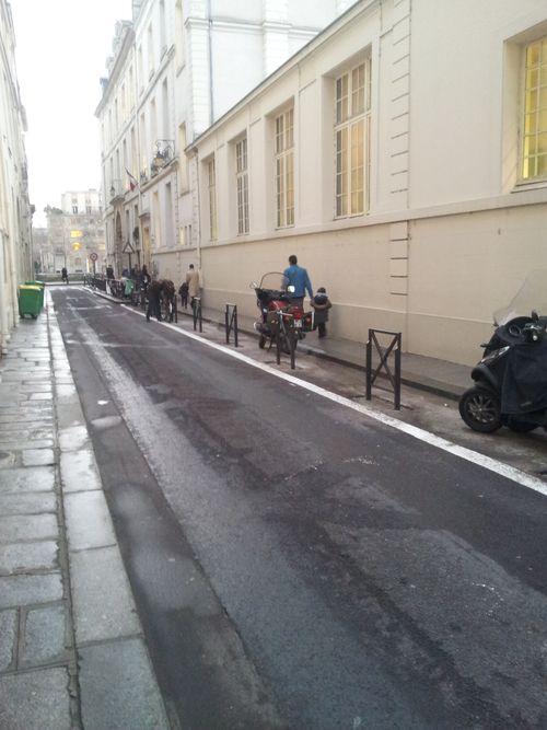 2012-01-13 rue poulletier trottoir motos